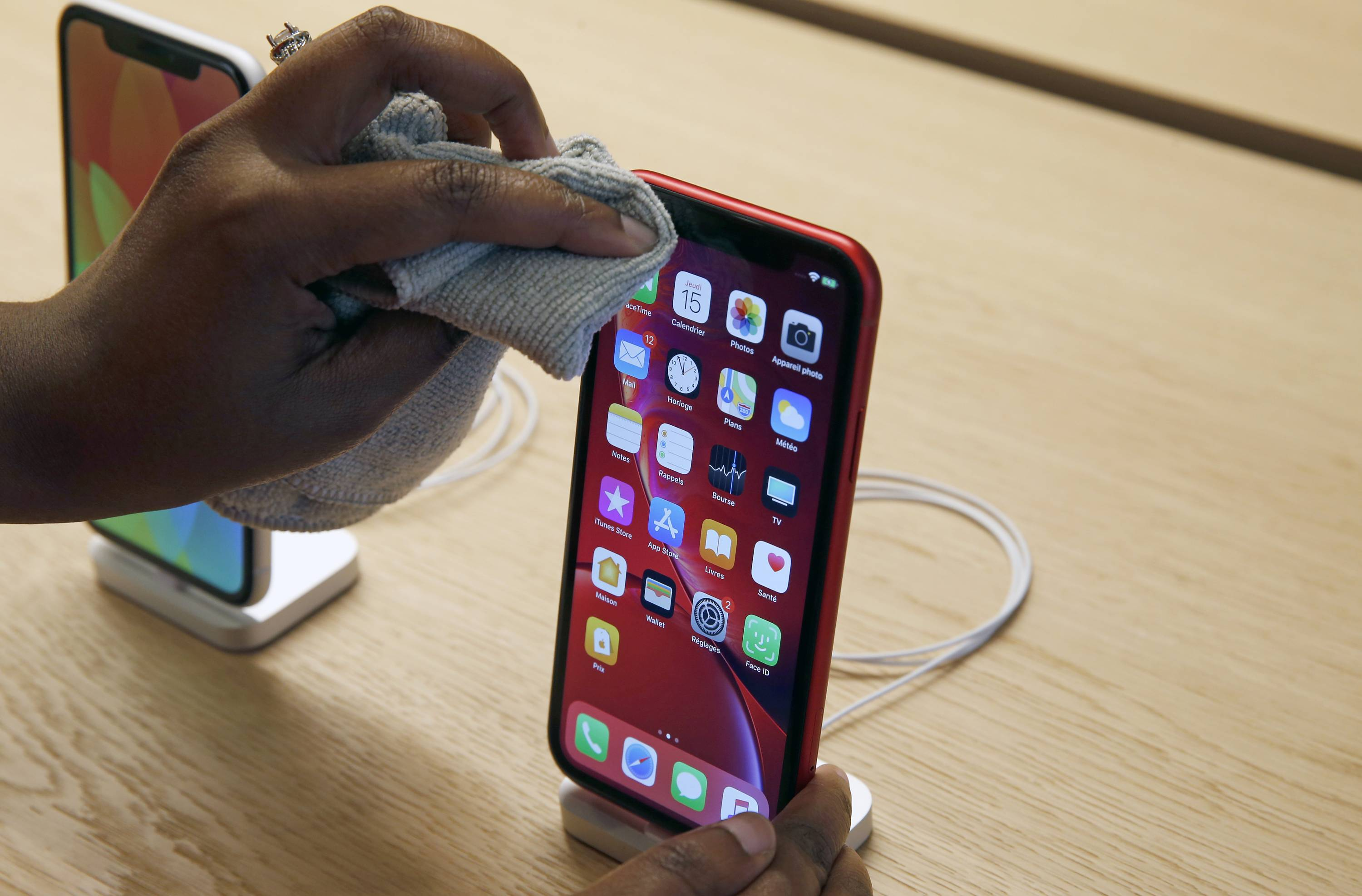 Apple's iPhone Assembler Foxconn Planning Massive Cuts Over Fears of Tough 2019